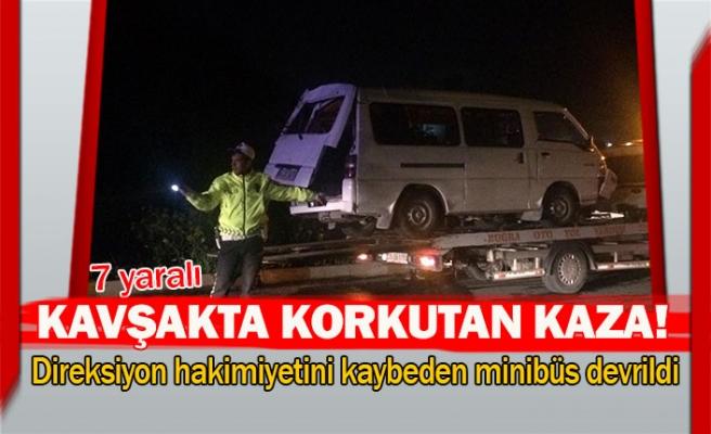 Direksiyon hakimiyetini kaybeden minibüs devrildi