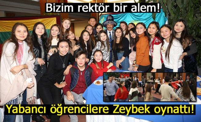 Yabancı öğrenciler Zeybek oynadı!