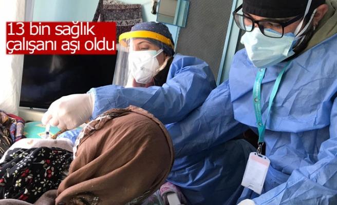 13 bin sağlık çalışanı aşı oldu