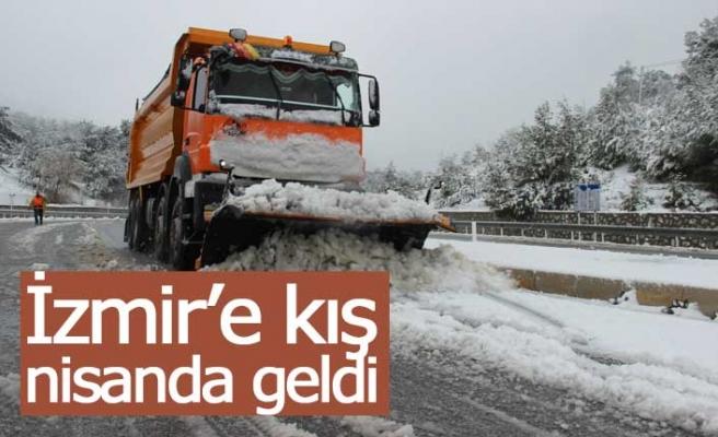 Kar yolları bile kapadı!
