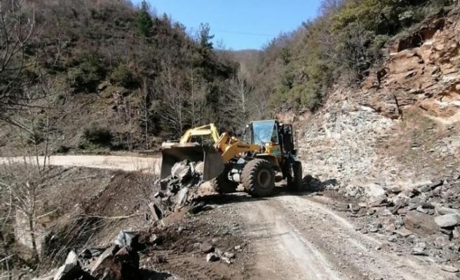 Manisa Turgutlu'da yol çalışmaları devam ediyor