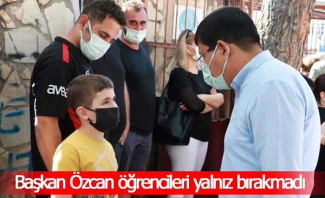 Başkan Özcan sınav öncesi öğrencileri yalnız bırakmadı