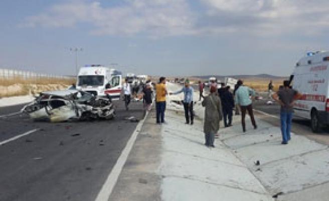 Karayolunda katliam gibi kaza 5 ölü 4 yaralı