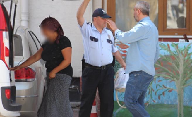 Evden para ve altın çalan 2 kadın tutuklandı