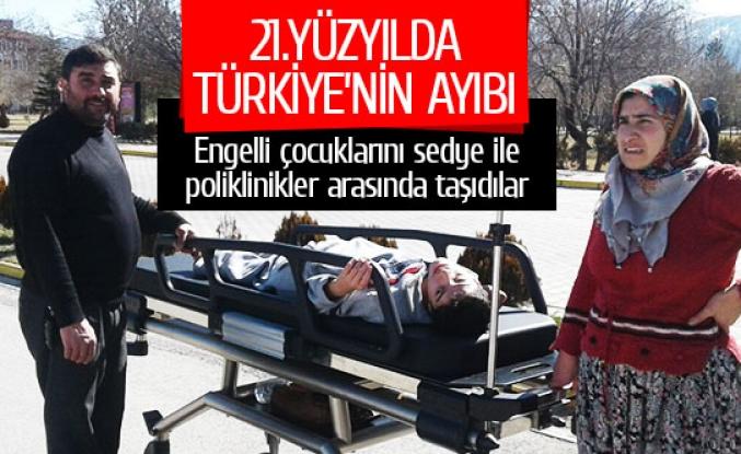 Engelli çocuklarını sedye ile poliklinikler arasında taşıdılar