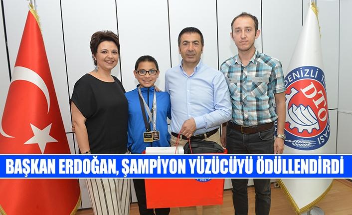 Başkan Erdoğan, şampiyon yüzücüyü ödüllendirdi