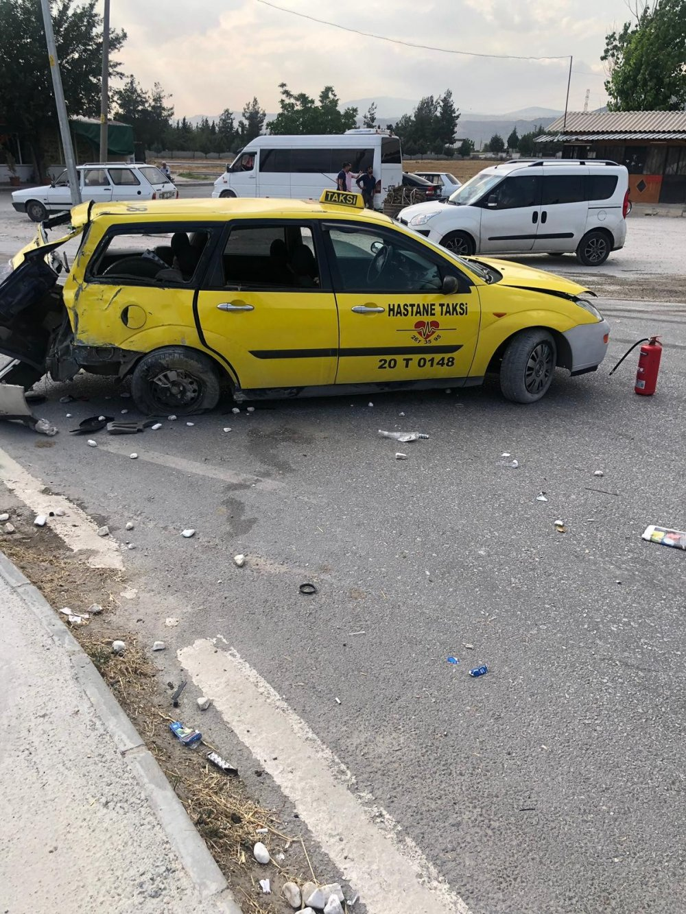 Kontrolden Cikan Tir Taksiye Carpti 5 Yarali Yuz Haber